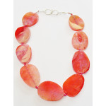 Necklace with oval pink agate